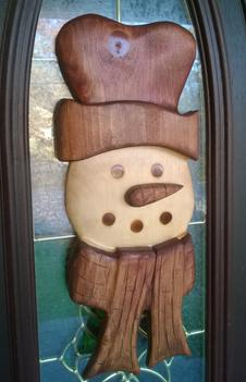 How to easily make this wood Frosty snowman Christmas Decoration. FREE step by step instructions. www.DIYeasycrafts.com