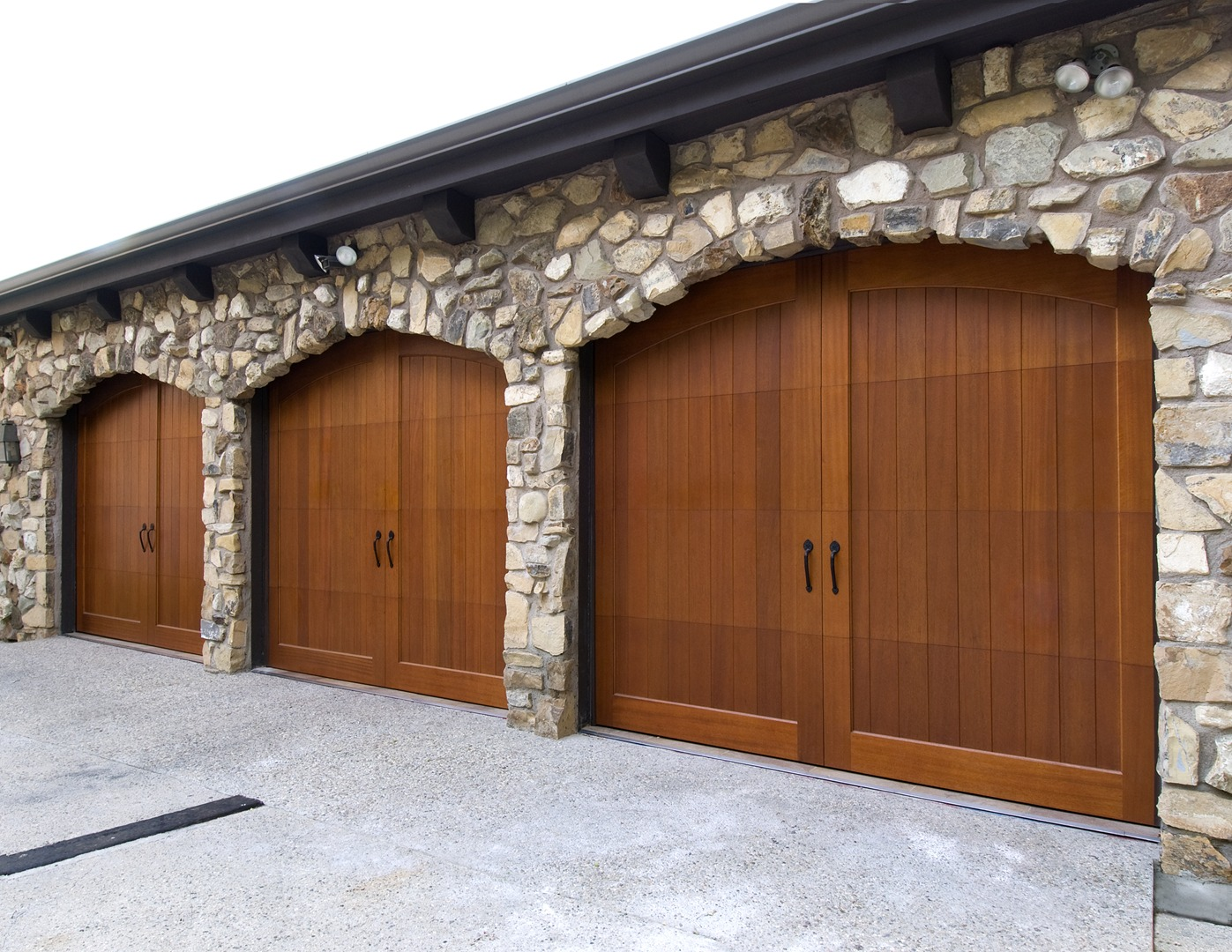 House with wood garage door - House With Wood Garage Door