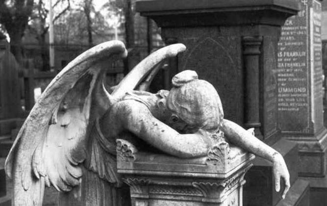 Statue of Angel Headstone