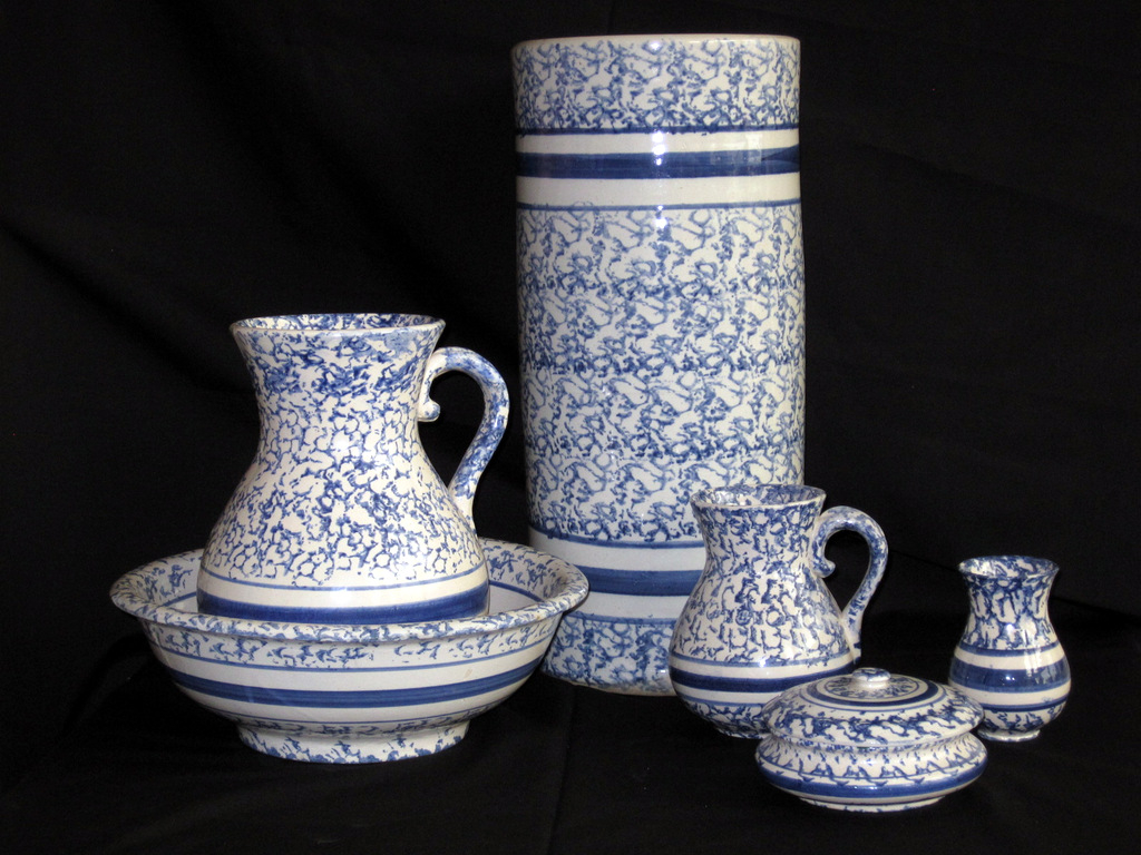Blue and white pottery - Blue White Pottery And Stoneware Of The Early 20th Century