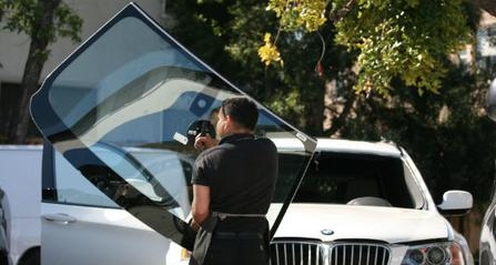 NJ Windshield Replacement Worker
