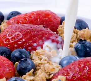 nutrition, healthy lifestyle, Breakfast, strawberry and blueberry yoghurt, fruit, FormMe recipes, FormMe ebooks, Nutrition,