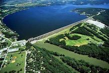 Aerial photo of Grand Lake of the Cherokees overlooking the dam wall.