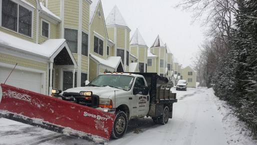 7/24 Snow Removal Services Snow Plowing and Cost Council Bluffs IA | Lincoln Handyman Services