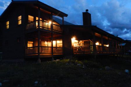 Luxury Red River Vacation Rental on the River- Antlers Riverside Lodge