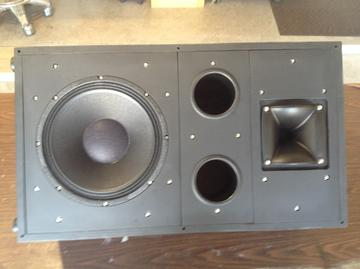 Monitor speaker floor placement