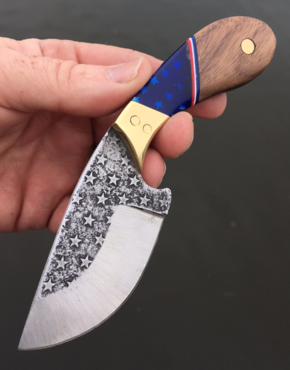 Berg Blades American Flag Patriot Themed Skinner Knife. Made from precut high carbon steel knife blanks. FREE step by step instructions. https://www.etsy.com/shop/DIYeasycrafts?ref=l2-shopheader-name