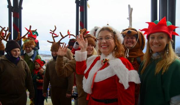 Mrs. Claus and the Merry Crew want everyone to come see Waterskiing Santa!
