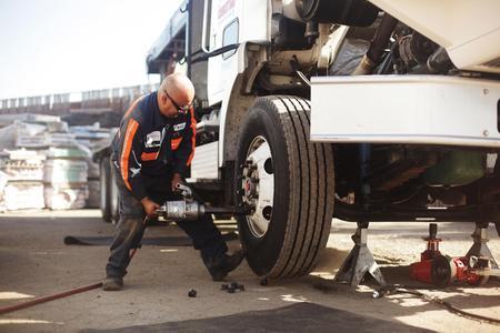 Truck Performance Shops Near Me >> 7/24 Mobile Diesel Truck Road Service Tractor Trailer ...