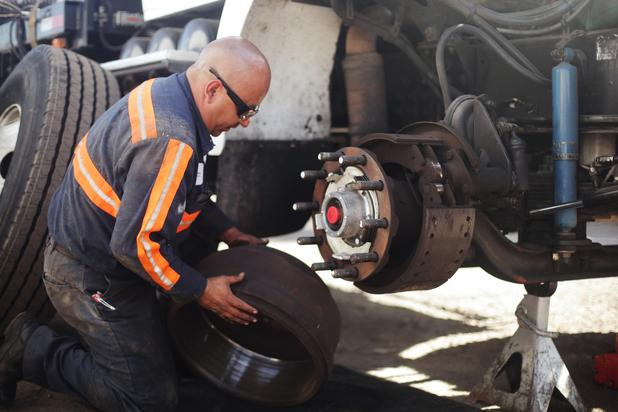 Tire Repair Near Me Open Sunday >> Mobile Truck Repair Waterloo Truck Road Service Tractor