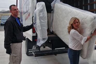 Leading Mattress Hauler Lincoln in Lincoln NE | LNK Junk Removal