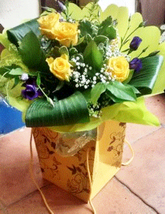 Yellow Rose and Lisianthus Hand Tied. roses-rose-hand tied- flwoers online- order easter flowers- easter flowers- order flowers online-florist-flower shop-bouquet-flower bouquet
