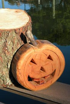 Easy DIY Halloween Firewood Pumpkin Decoration. www.DIYeasycrafts.com