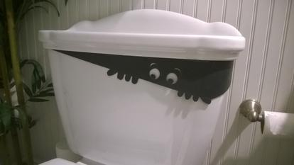 DIY Halloween Potty Peeper Toilet decoration. www.DIYeasycrafts.com