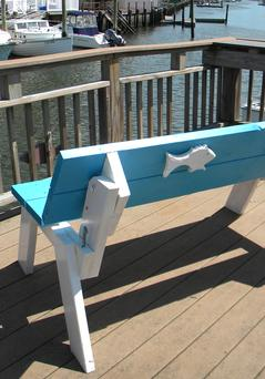 Easy DIY Outdoor and Backyard crafts and projects. Folding Picnic Table. www.DIYeasycrafts.com