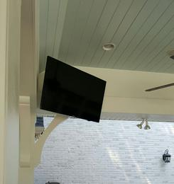 Flat Screen TV Mounting service in Charlotte NC, TV mounted on outdoor patio