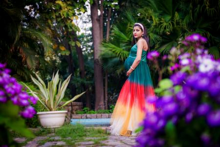best-maternity-photographers-in-delhi