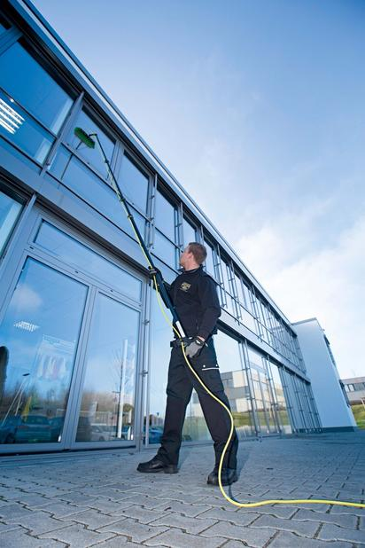 commercial window cleaning with water fed pole
