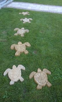 Easy DIY Backyard Crafts and projects. Check out all of our unique DIY ideas. www.DIYeasycrafts.com