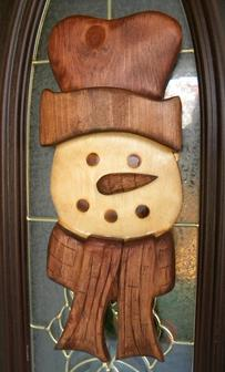 Easy DIY Carved wood Frosty the Snowman Christmas Decoration. FREE step by step instructions. www.DIYeasycrafts.com