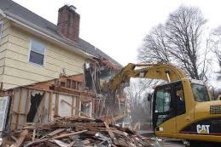 Best Demolition Worker Service in Lincoln NE LNK Junk Removal