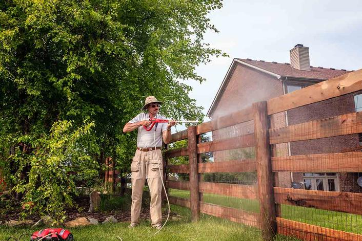 Best Fence Cleaning Service in Omaha NE | Price Cleaning Services Omaha