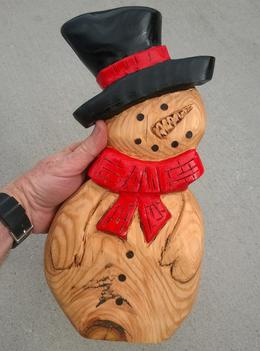 How to easily make this wood snowman Christmas Decoration with power tools. FREE step by step instructions. www.DIYeasycrafts.com