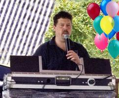 DJ's-Musical Entertainment at Company Picnics and Themed Events