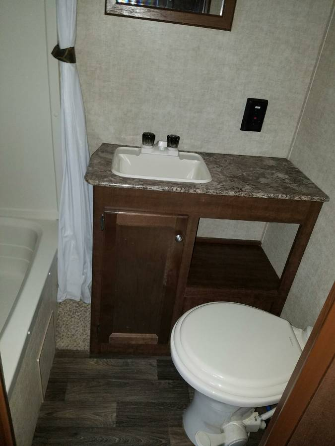 TRAVEL TRAILER - Travel trailer without bathroom