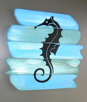 DIY Seahorse nautical wall art. Created using the Silhouette Cameo craft cutting machine. FREE step by step instructions. www.DIYeasycrafts.com