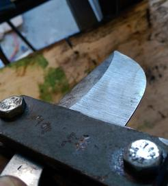 How to make an easy jig for perfect knife making bevel plunge cuts. www.DIYeasycrafts.com