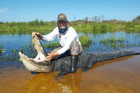 a female alligator hunter