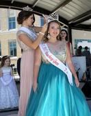 2015 Queen Lauren Lawrence crowns 2016 Queen Emily Christie