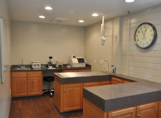 Main treatment area of Cincinnati Hills Animal Clinic Montgomery Road location