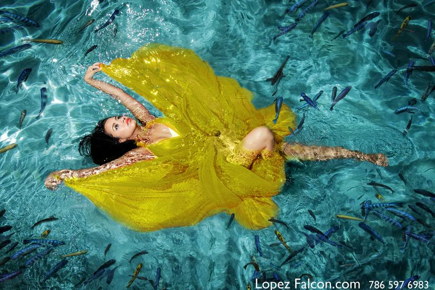 QUINCEANERA UNDERWATER quinces photography miami quinces photo shoot sweet 15 anos underwater photographer Miami