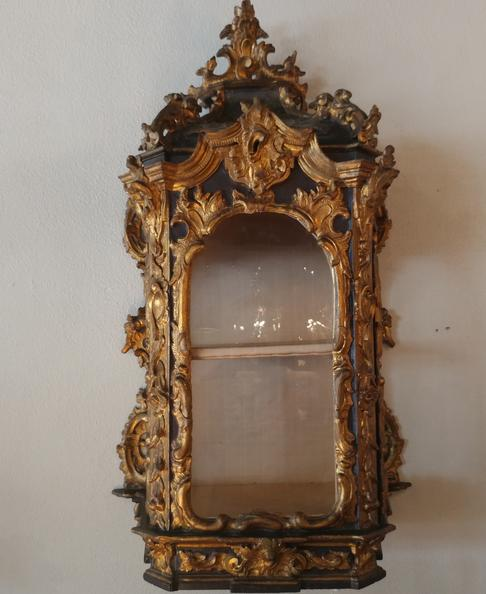 18th century italian vitrine original gold water gild gilding gilded circa 1740 furniture House of Tuscany antqiue vintage