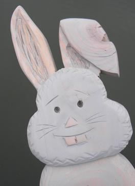 How to make this carved wood Easter Bunny. Designed to be self standing or hung on a wall. FREE step by step instructions. www.DIYeasycrafts.com