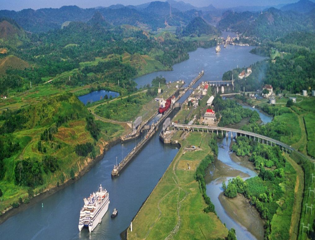 picture of the panama canal