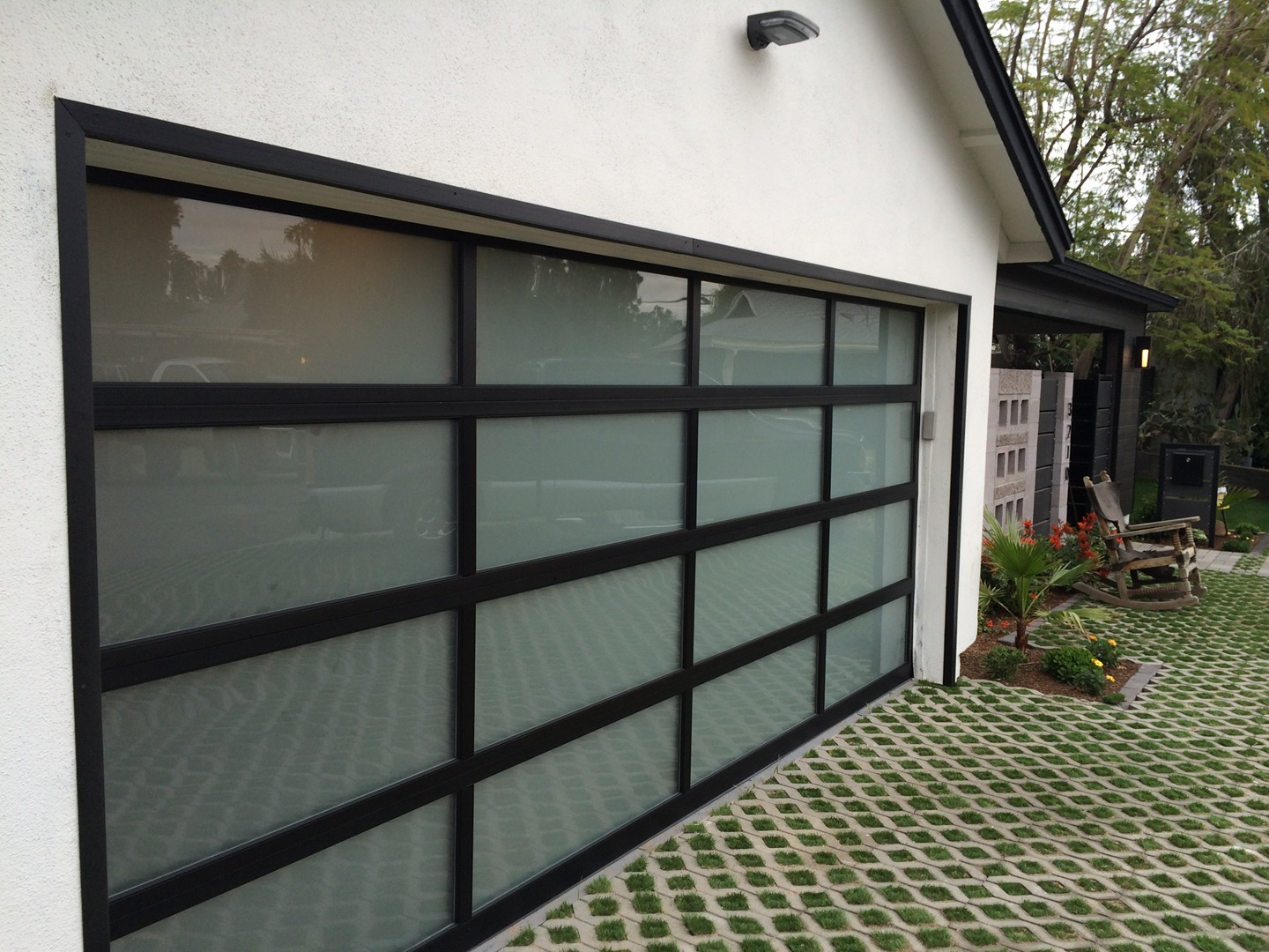 Beauteous 20+ Modern Garage Door Decorating Inspiration Of Modern ...