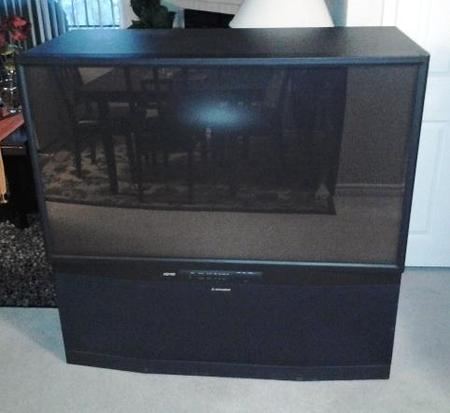 How to Get Rid Of Old Projection TV? Projection TV Removal Lincoln NE - LNK Cleaning Company 402-881-3135