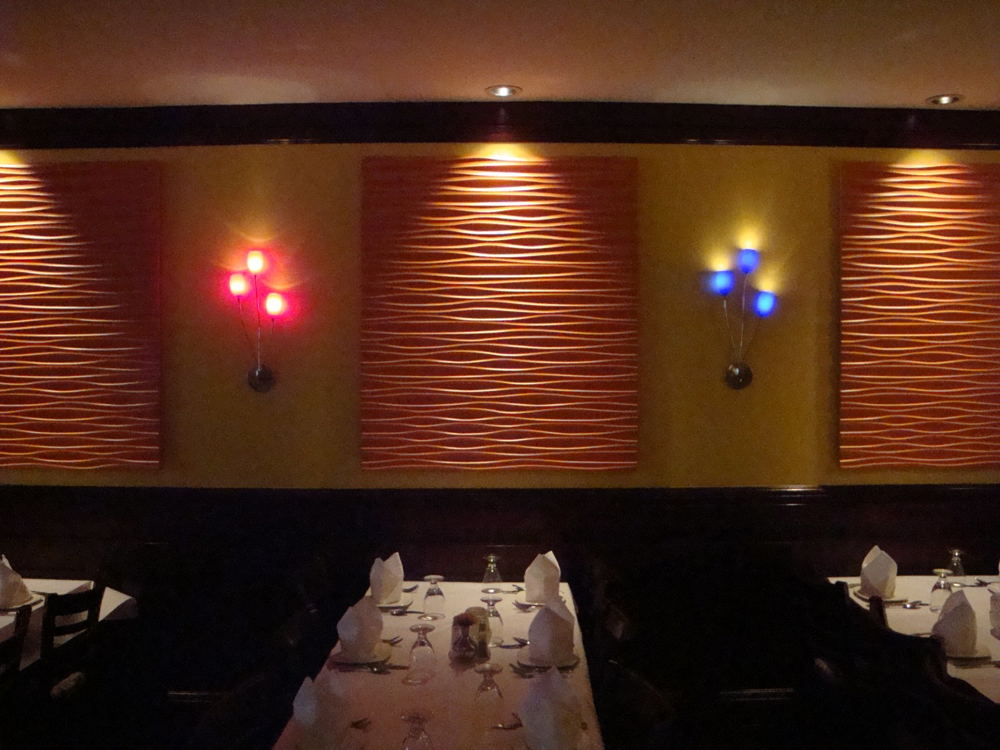Kitchen design for indian restaurant - Tiffin Chicago Il This Romantic Indian Restaurant Was Designed With Elegance And The Fine Dining Experience In Mind A Large Oval Dome Painted To