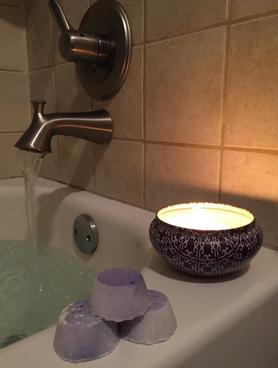 DIY essential Oils Bath Bomb. FREE step by step instructions. www.DIYeasycrafts.com