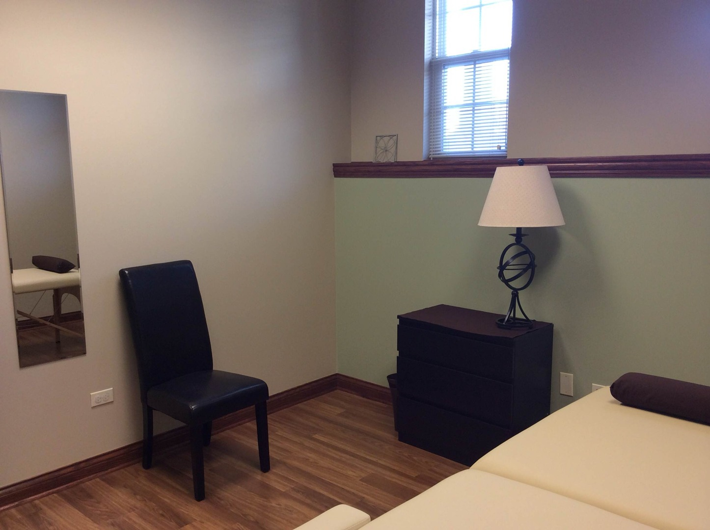 chiropractic acupuncture and massage room