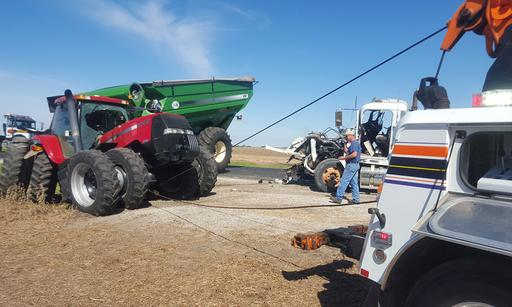 TRACTOR TOWING SERVICE