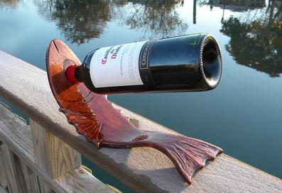 DIY Nautical Decor Fish shaped curved wood wine bottle stand. www.DIYeasycrafts.com