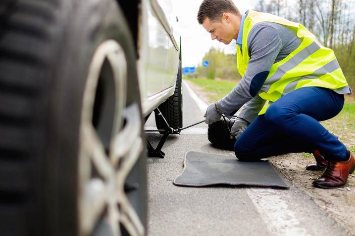 Roadside Tire Changing Services in Omaha NE | 724 Towing Services Omaha