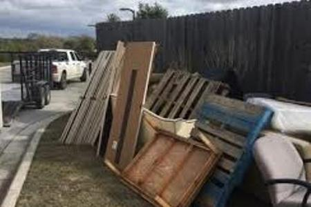 Furniture Removal Service Old Furniture Haul Away Price in Lincoln NE | LNK Junk Removal