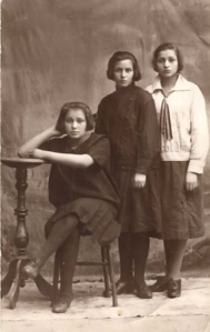 Mollie Feldman (middle) and sisters
