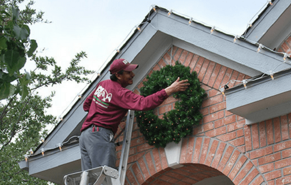 HOW MUCH DOES PROFESSIONAL CHRISTMAS LIGHT INSTALLATION COST?