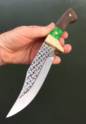 How to make a Celtic Basket Weave Bowie Knife. FREE step by step instructions. www.DIYeasycrafts.com